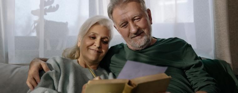 elderly couple reading